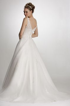 True Bride Avaliable @ love and lace bridal, Sleaford, lincs