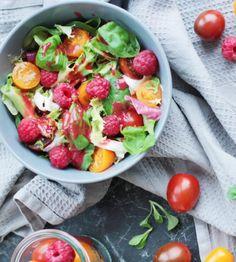 Tomatensalat mit Himbeeren und Büffelmozzarella