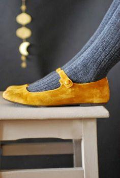 Yellow senape flat shoes with grey socks