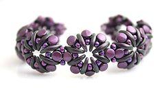 Crescent beads, pellets and TOHO rocail  http://www.sashe.sk/kacenkag/detail/fialove-kvety