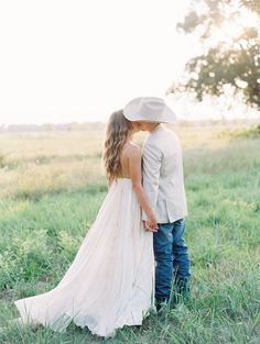 A gorgeous Texas Anniversary shoot   Texas Anniversary - Photographer ANGEL OWENS PHOTOGRAPHY   Magnolia Rouge Fine Art Wedding Blog   Romantic Wedding Photos   Brides   Groom Style