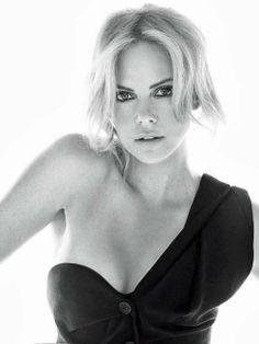 Charlize Theron, née le 7 août 1975 à Benoni en Afrique du Sud, est une actrice et ancien mannequin. Wikipédia
