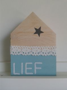 Houten huisjes Pillos, Paper Crafts, Diy Crafts, Wood Gifts, Wooden Blocks, Little Houses, Kids Gifts, Painting On Wood, Wood Art