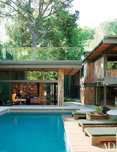 Design collective Commune did a top-to-bottom renovation of entrepreneur Derek Mattison's Los Angeles bachelor pad, resulting in a sleek and sophisticated pool area to lounge by all summer long. | archdigest.com