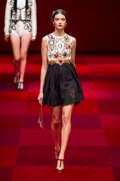 Coleção // Dolce & Gabbana, Milão, Verão 2015 RTW // Foto 3 // Desfiles // FFW