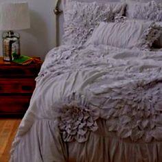 Schlafzimmer Dachschräge, Wohnzimmer, Schlafzimmer Einrichten Ideen,  Schlafzimmer Beleuchtung, Wandgestaltung Schlafzimmer, Nachttisch, Zuhause,  Wohnen, ...