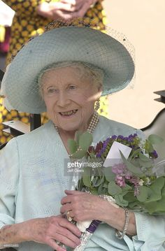 Queen Elizabeth the Queen Mother outside Clarence House to celebrate her 101st birthday. Description from gettyimages.com.au. I searched for this on bing.com/images