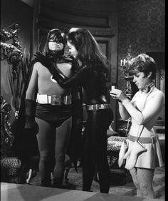 """""""Batman"""" Adam West, Julie Newmar as Catwoman, and Lesley Gore 1966 ABC Real Batman, Batman Tv Show, Batman Tv Series, Im Batman, Batman Comics, Batman Robin, Batman Cast, Dc Comics, Gotham Batman"""