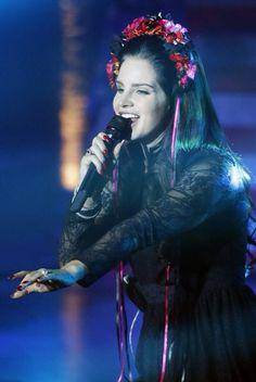Lana Del Rey performing | black dress and flower crown