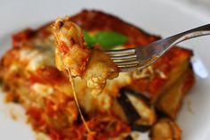 """Vinete """"à la parmigiana"""" - vinete cu parmezan   Laura Laurențiu Parmezan, Tableware, Kitchen, Food, Cooking, Dinnerware, Meal, Dishes, Essen"""