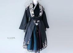 Harajuku Mode, Harajuku Fashion, Korean Traditional Dress, Traditional Dresses, Korean Dress, Korean Outfits, Unique Fashion, Fashion Design, Kimono Fashion