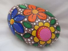 Painted Rock Flower design by PlaceForYou on Etsy Pebble Painting, Pebble Art, Stone Painting, Rock Painting, Painted Pavers, Painted Stones, Stone Cactus, Art Pierre, Rock Flowers