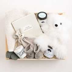 A lovely new born gift box in white tones !