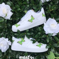 Discover recipes, home ideas, style inspiration and other ideas to try. Dr Shoes, Cute Nike Shoes, Cute Nikes, Hype Shoes, Green Nike Shoes, Green Sneakers, Nike Green, Jordan Shoes Girls, Girls Shoes