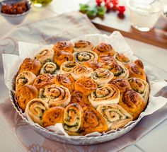 Pikante Hefe-Schnecken mit Pesto für die Grillsaison