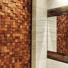 Taka trójwymiarowa drewniana ściana nada każdej łazience oryginalnego charakteru :). Kto chciałby taką u siebie? #HOFF #salonhoff #kraków #ilovehoff #łazienka #łazienki #design #wystrojwnetrz #bathroom #bathroomdesign #inspiracja #pomysł #wyposażeniewnętrz #płytki #tiles #mozaika #mosaic #wnętrze #łazienka #bathroom #interior #drewno #3d