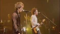 Yukki with Hyde sing a song
