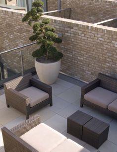 Sandstone paving minimalist balcony, veranda & terrace by paul dracott garden design minimalist Garden Furniture, Outdoor Furniture Sets, Outdoor Decor, Furniture Ideas, Roof Terrace Design, Sandstone Paving, Big Plants, Rooftop Terrace, Winter Garden