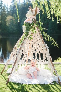 See how Jillian Harris is Celebrating Baby with this Gorg Garden Shower : See how celebrity designer and former Bachelorette, Jillian Harris, is celebrating baby with this gorgeous all-white garden shower. Boho Baby Shower, Girl Shower, Garden Birthday, Baby Birthday, Birthday Parties, Jillian Harris Baby, Garden Shower, Foto Baby, Baby Shower Cookies