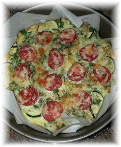 Gerade im Sommer haben wir häufiger Lust auf leckere Gerichte mit viel Gemüse, vor ein paar Tagen haben wir daher nun malbunte Gemüse Tortilla Ecken auspro