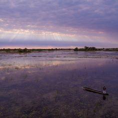 Im Mokoro übers Wasser gleiten.. Urlaub im Okavango Delta in Botsana.