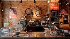 Berlin bike shop Standert places coffee side-by-side with bikes in order to sate a familiar desire of bike lovers everywhere: assimilating cycling even mor Bicycle Cafe, Bicycle Shop, Bike Shops, Coffee Shop Design, Cafe Design, Cafe Restaurant, Restaurant Design, Fritz Kola, Berlin