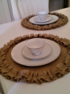 Burlap Placemats Round Burlap Placemats with Ruffles Rustic Table Settings Rustic Wedding Table Decor Modern Rustic Home Decor Modern wedding tables Rustic Mason Jars, Mason Jar Diy, Decoration Table, Table Centerpieces, Modern Rustic Homes, Burlap Crafts, Burlap Projects, Wedding Table Settings, Wedding Tables