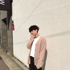 Image about fashion in ulzzang🌜 by LOΛE on We Heart It Korean Boys Ulzzang, Ulzzang Boy, Ulzzang Fashion, Boy Fashion, Fashion Design, Korean Outfits, Boy Outfits, Videos Kawaii, Cute Asian Guys