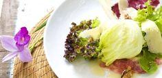 Salada de Verdes com Carpaccio de Figo, Nozes, Parmesão e Vinagrete de Mel - UOL Estilo de vida