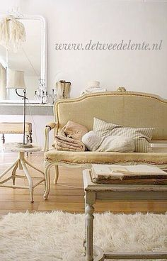 Love everything in this picture French Style Homes, French Country Style, World Of Interiors, Cottage Interiors, Style Louis Xv, Fru Fru, French Furniture, Painted Furniture, White Rooms
