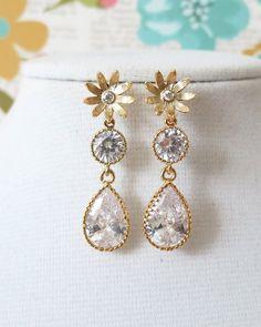 Gold Daisy Earrings, Dainty Cute Chic Fun, cubic zirconia teardrop, flower earrings, simple everyday beauty, bridal , bridesmaids gifts, garden weddings, www.glitzandlove.com