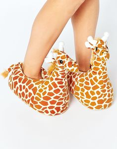 Buy New Look Giraffe Slippers at ASOS. Get the latest trends with ASOS now. Giraffe Decor, Cute Giraffe, Sock Shoes, Shoe Boots, Shoes Heels, Asos, Funny Slippers, Giraffe Clothes, Slipper Socks