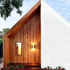 Torn between natural wood and white-washing? Have the best of both. Via @interiordesignmag by mcmhouse