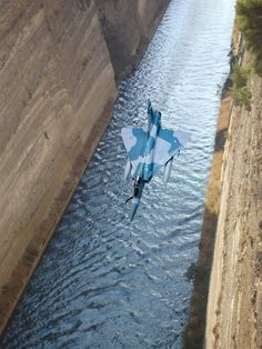 Greek Mirage 2000 going way low on the Corinth Canal Military Jets, Military Aircraft, Fighter Aircraft, Fighter Jets, Airplane Fighter, Image Avion, Corinth Canal, Hellenic Air Force, Airplane Design