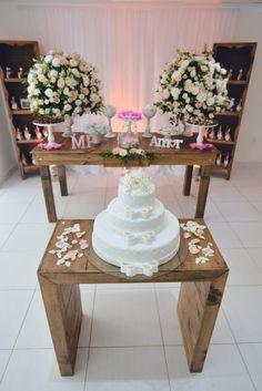 Decoração simples e delicada do casamento de Pedro & Mariana em Niterói - RJ. --- A simple but delicate decor at Pedro & Mariana's wedding in Niterói - RJ.