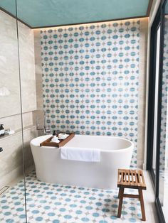 Elegant and modern bathtubs for interior design projects with a sophisticated style and handcrafted in Portugal. Luxury Bathtub, Modern Bathtub, Bathroom Tile Designs, Bathroom Design Luxury, Bath Tiles, Luxury Bathrooms, Bath Design, Bathroom Ideas, Nautical Bathrooms