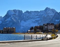Lago Misurina - Auronzo di Cadore - Itália  Paisagem simplesmente deslumbrante!  #italian_places #foto_italiane #italy_vacations #gf_italy #great_captures_italia #volgoitalia  #ilikeitaly #italymagazine #takewalks #browsingitaly #instaitalia #instatravel  #PassionPassport  #ITALIA_LANDSCAPE #infinity_italia #trippics #IgerItalia #MadeinItaly #colors_of_day #instadozamigos #igworlddreams  #fantrip #meusroteirosdeviagem #blogmochilando #euvoucomhu  #triplookers #ig_great_shots…