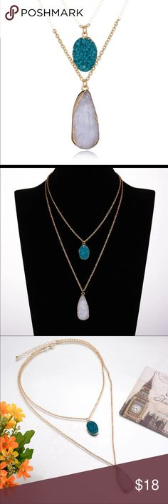 Double chain necklace (nwt) Simulated agate quartz double chain necklace. Brand new in package Boutique Jewelry Necklaces