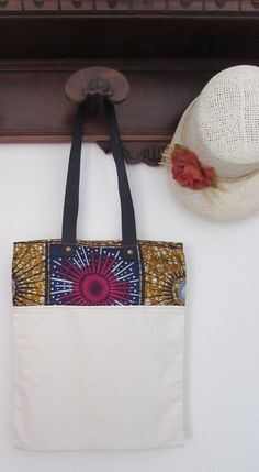 Borsa in tela di cotone e stoffa africana, shop bag stoffa africana, wax africano marrone, blu e fucsia con manico blu. Pezzo unico.