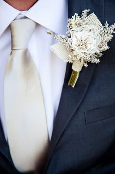 Rustic Boutonniere - PHOTO SOURCE • CORY KENDRA PHOTOGRAPHY | Featured on WedLoft