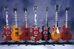 Slash Paradise - This is a page about the guitars Slash uses live and in studio, almost exclusively Gibson instuments: Les Paul replica, Standard, Goldtop, Signature or B. Guitar Pics, Music Guitar, Guitar Amp, Cool Guitar, Acoustic Guitar, Ukulele, Steve Vai, Les Paul Custom, Gretsch