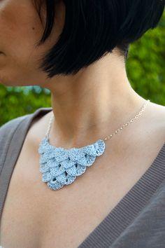 Dainty Loops, crochet necklace.