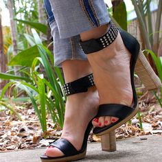 Wide cuffed jeans and high heeled sandals. The perfect combination.