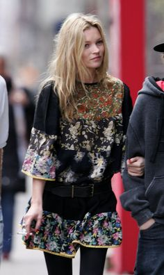 Pin for Later: 41 Reasons Why Kate Moss Is a Total Fashion Force 17. Effortless Boho Is Easy For Her Reminding us why she was the original queen of boho (Sienna who?), Kate wore this printed tunic in April 2006.
