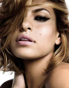 Eva Mendes working the eyeliner and nice lip like a pro Eva Mendes And Ryan, Mode Outfits, Sensual, Swagg, Gorgeous Women, Makeup Looks, Pretty Makeup, Simple Makeup, Natural Makeup
