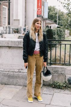 The Return of Corduroy Trousers - Blue is in Fashion this Year Susie Bubble, T Shirt Branca, Vogue, Sartorialist, Look Fashion, Jeans Fashion, Street Fashion, Corduroy Pants, Street Style Looks