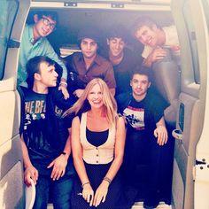 Van Life #band #tour #van #tourvan #luminaer #music #musicians #roadtrip #ontheroad #ilovetheseguys #imissrealbeds #wrinklyclothes #seattle (Taken with Instagram)