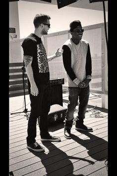 Tony looks soooo cute in this pic Tony Oller, Best Duos, Love Him, My Love, Having A Blast, Misfits, In Hollywood, Hot Guys, Eye Candy