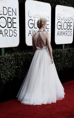 Gillian Anderson, Golden Globes 2017 This dress is everything and she is perfect.