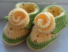 Şemalı Açıklamalı Tığ işi Bebek Patiği crochet baby booties pattern:http://www.marifetane.com/